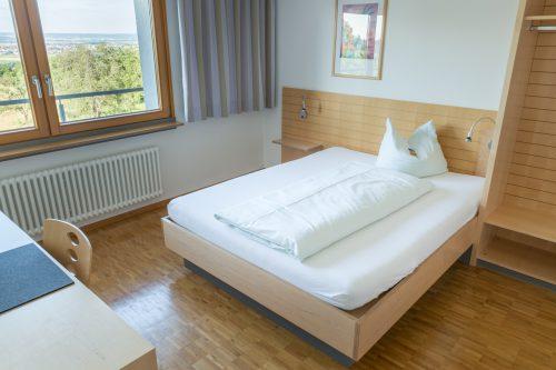 Zimmer Bernhäuser Forst King Size Bett